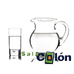 Lámina de jarra y vaso de agua